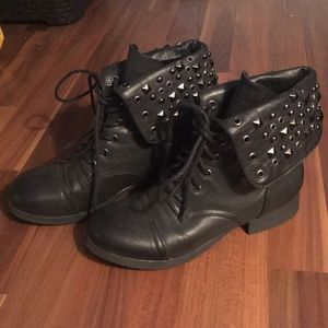 🖤studded combat boots🖤